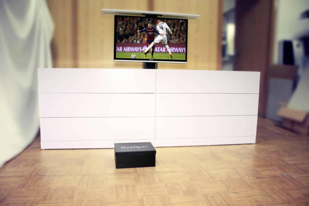 Mueble aparador con cajones y tv oculta giratoria for Muebles para television