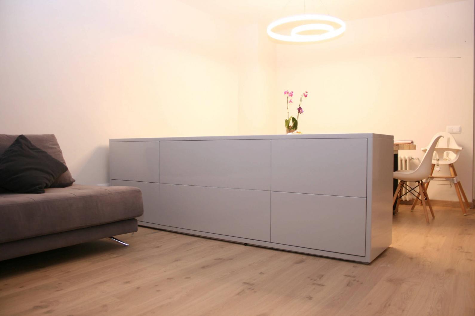Mueble aparador con TV oculta y 6 cajones. En gris perlado. 250cm. 3.450€ Aprox