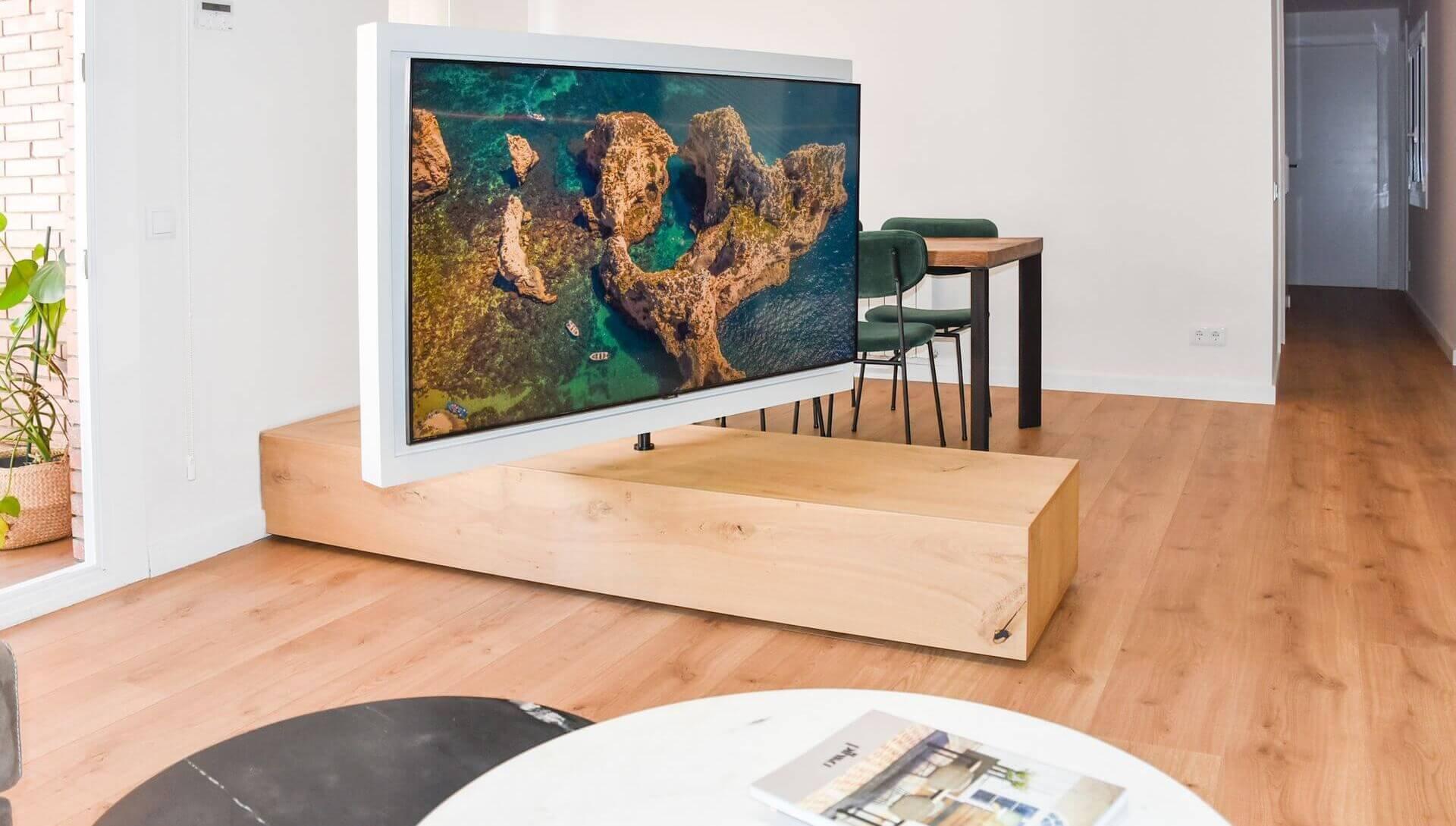 Mueble bajo con tv giratoria. 2.400€ Aprox