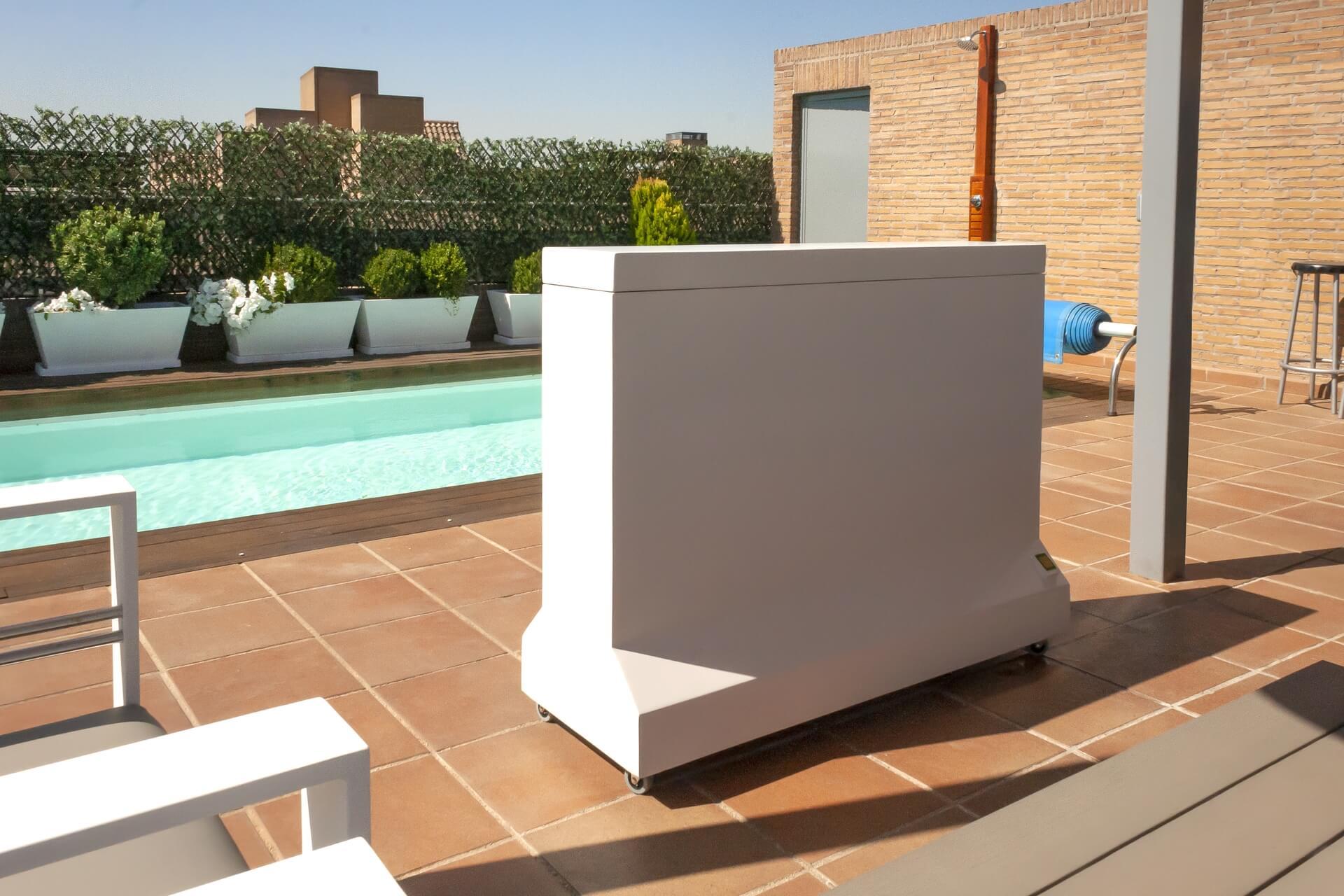 Instalado nuevo mueble tv de exterior estanco en Madrid (Urb. La Finca)