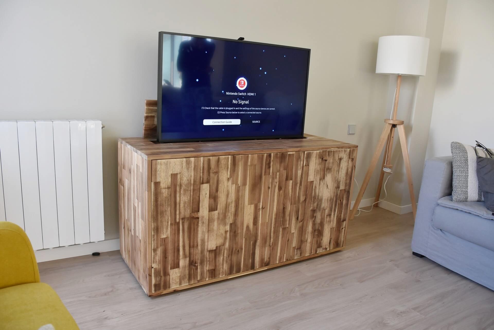 Mueble tv oculta en madera maciza de Acacia. 2.100€ Aprox