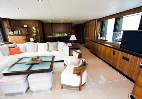 Tv oculta en yate, esconder televisión en barcos