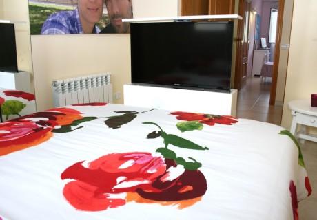 Mueble tv de diseño en dormitorio
