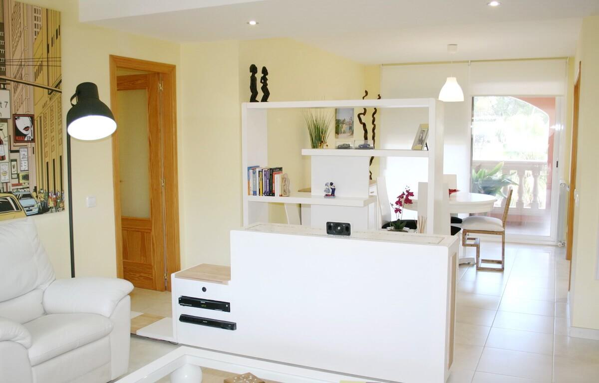 Un espacio para ocultar la tele, ideal para dividir ambientes